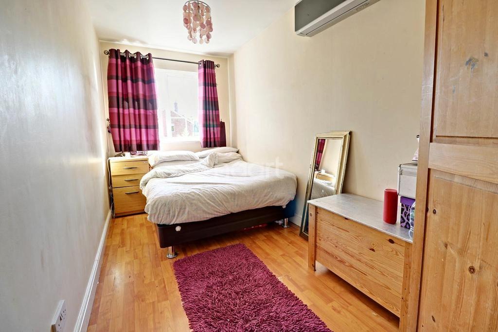3 Bedrooms End Of Terrace House for sale in Walnut Tree Avenue, Dartford, DA1