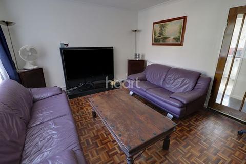 2 bedroom flat for sale - Heaths Close, Enfield, EN1