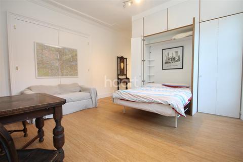 Studio to rent - Carlton House, E11