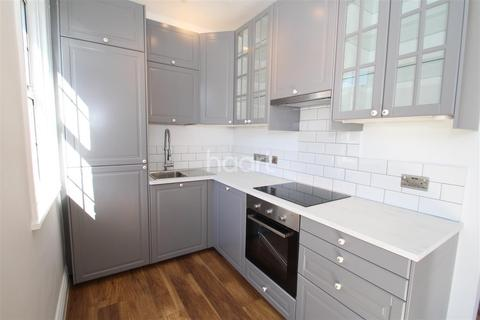3 bedroom maisonette to rent - Wavertree Road, South Woodford, E18