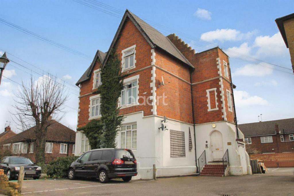 1 Bedroom Flat for sale in Hencroft Street South