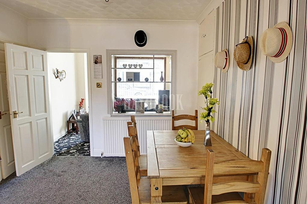 2 Bedrooms End Of Terrace House for sale in St Edwards Avenue, Barnsley