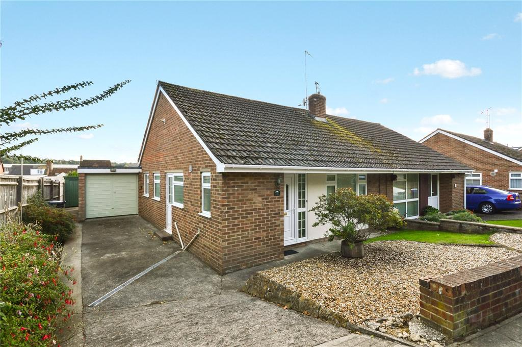 3 Bedrooms Bungalow for sale in Carisbrooke Gardens, Yeovil, Somerset, BA20