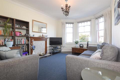 3 bedroom flat for sale - Temple Sheen Road, London