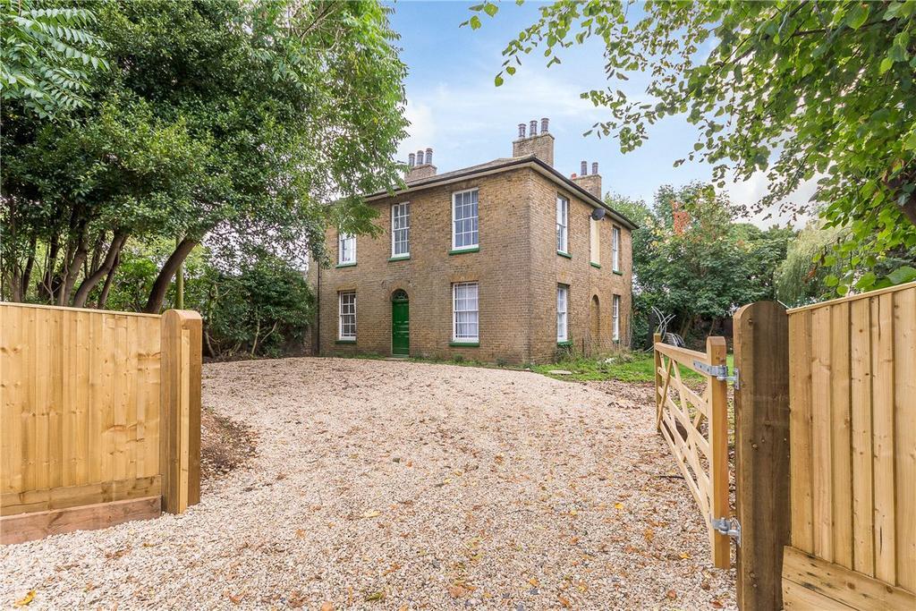 4 Bedrooms Detached House for sale in Moorcroft Lane, Uxbridge, UB8