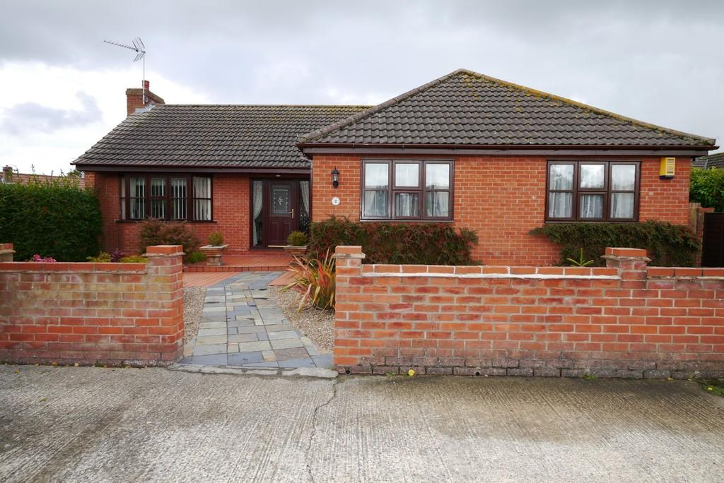 3 Bedrooms Detached Bungalow for sale in Skoulding Close, Oulton Broad, Lowestoft