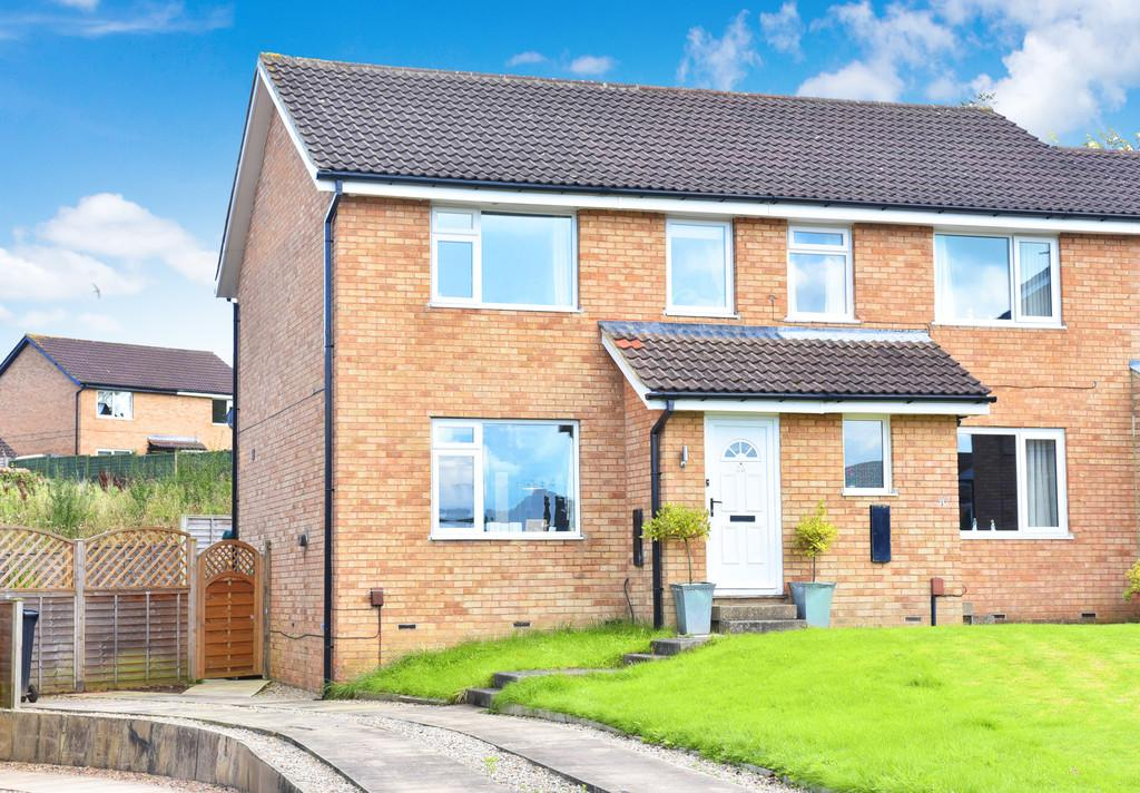 3 Bedrooms Semi Detached House for sale in Nunnington Crescent, Harrogate