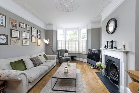 2 bedroom flat for sale - Wroughton Road, London, SW11