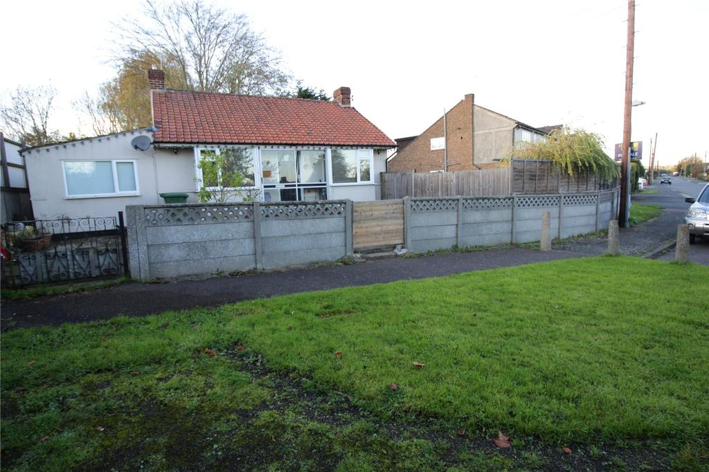 3 Bedrooms Detached Bungalow for sale in Kings Road, Steeple View, Essex, SS15