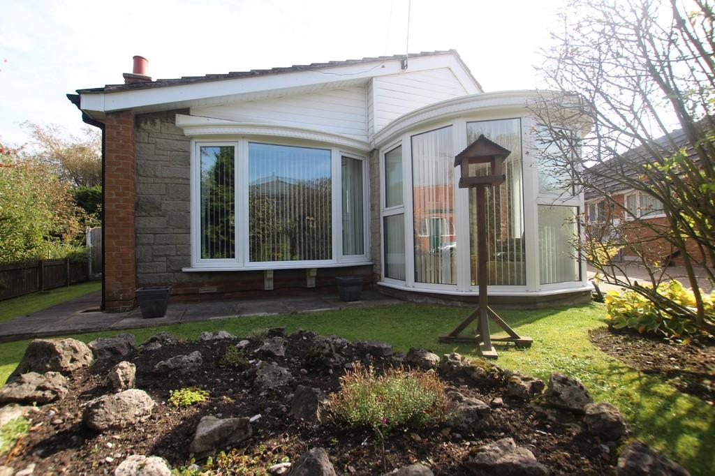 2 Bedrooms Detached Bungalow for sale in Fleetwood Rd North, Thornton-Cleveleys