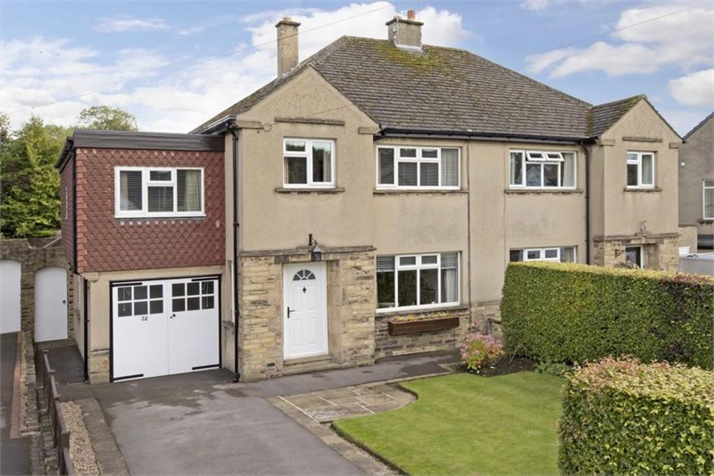 4 Bedrooms Semi Detached House for sale in Tranfield Avenue, Guiseley