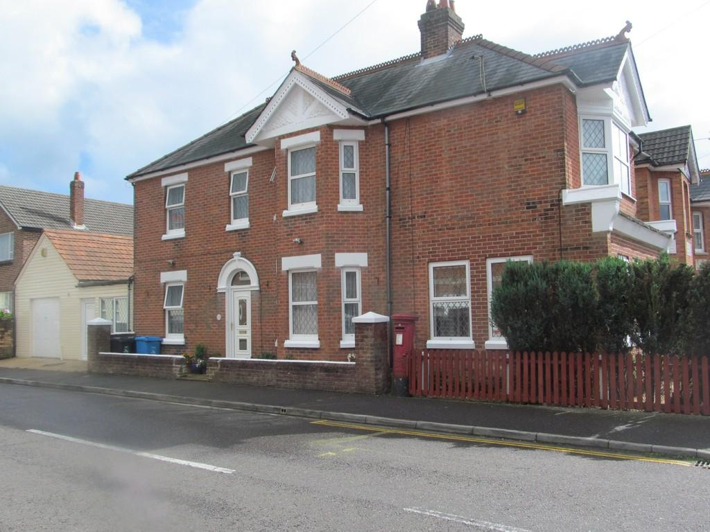 4 Bedrooms Detached House for sale in Victoria Road, Parkstone
