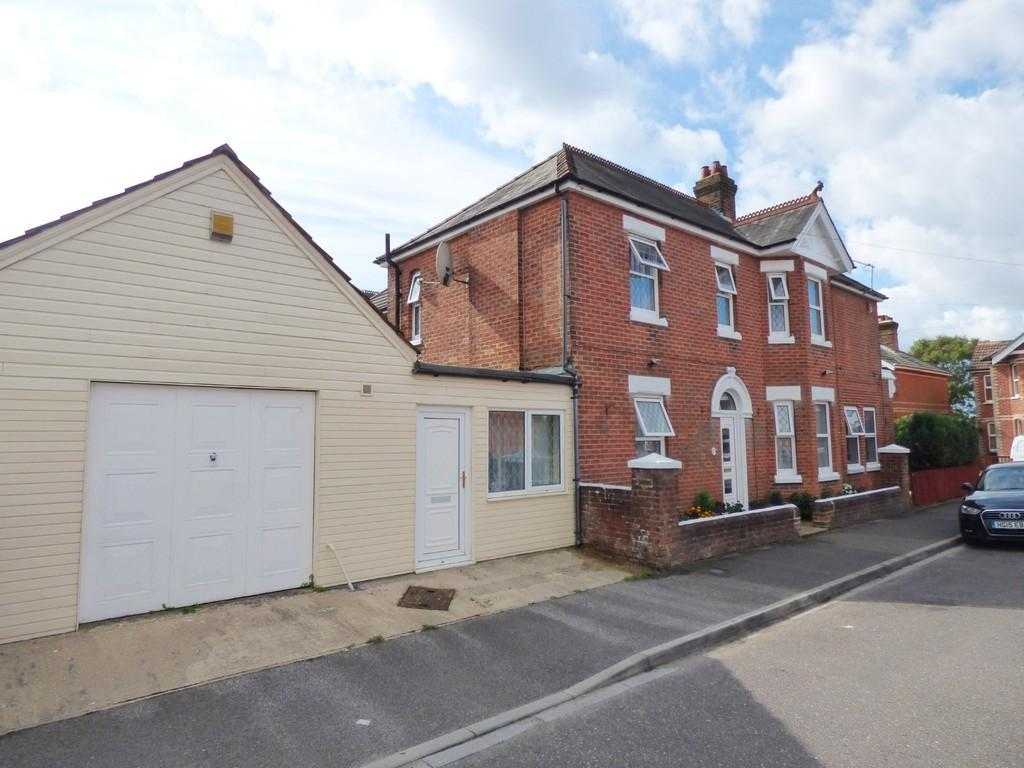 5 Bedrooms Detached House for sale in Victoria Road, Parkstone
