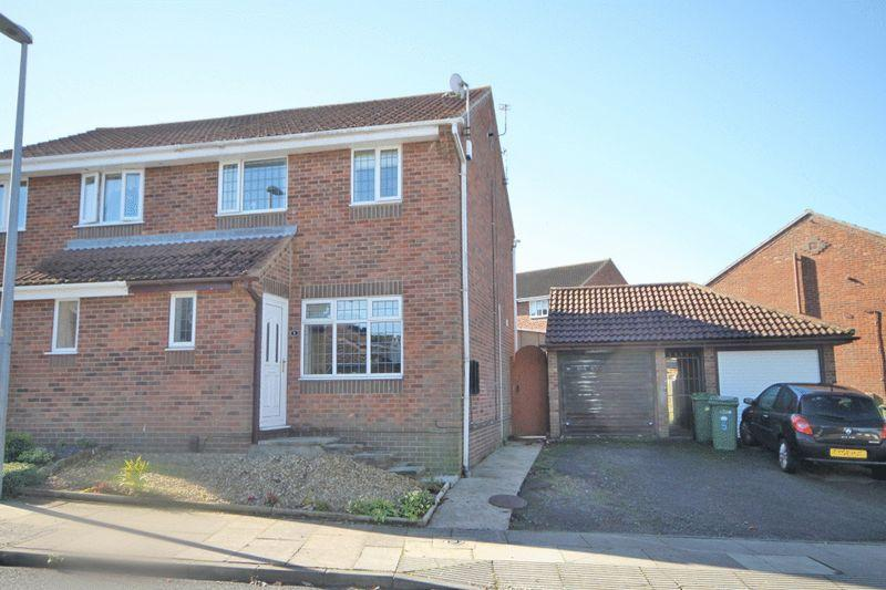 3 Bedrooms Semi Detached House for sale in MAIDWELL WAY, LACEBY ACRES, GRIMSBY