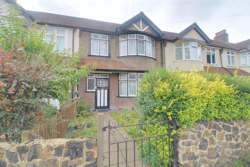 3 Bedrooms Terraced House for sale in The Chase, Wallington