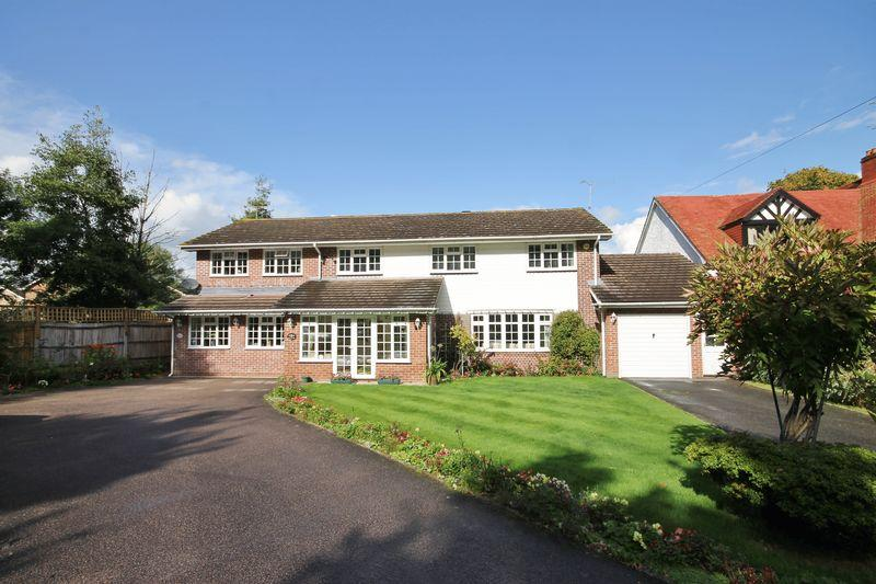 4 Bedrooms Detached House for sale in Folders Lane, Burgess Hill, West Sussex
