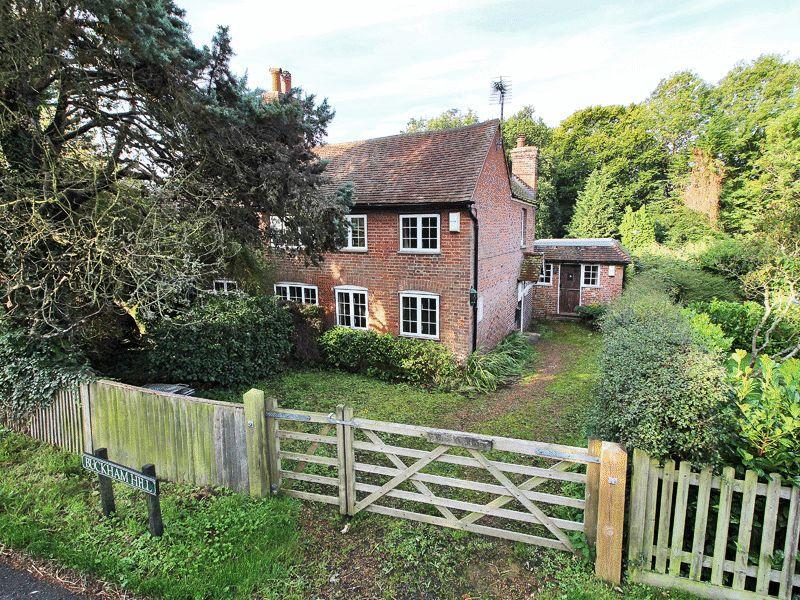 3 Bedrooms Detached House for sale in Buckham Hill, Uckfield