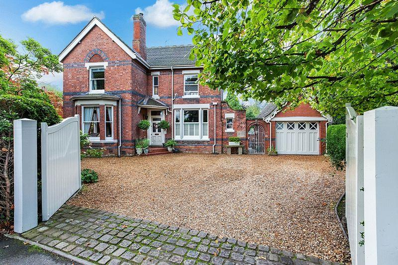 4 Bedrooms Detached House for sale in Biddulph Road, Congleton