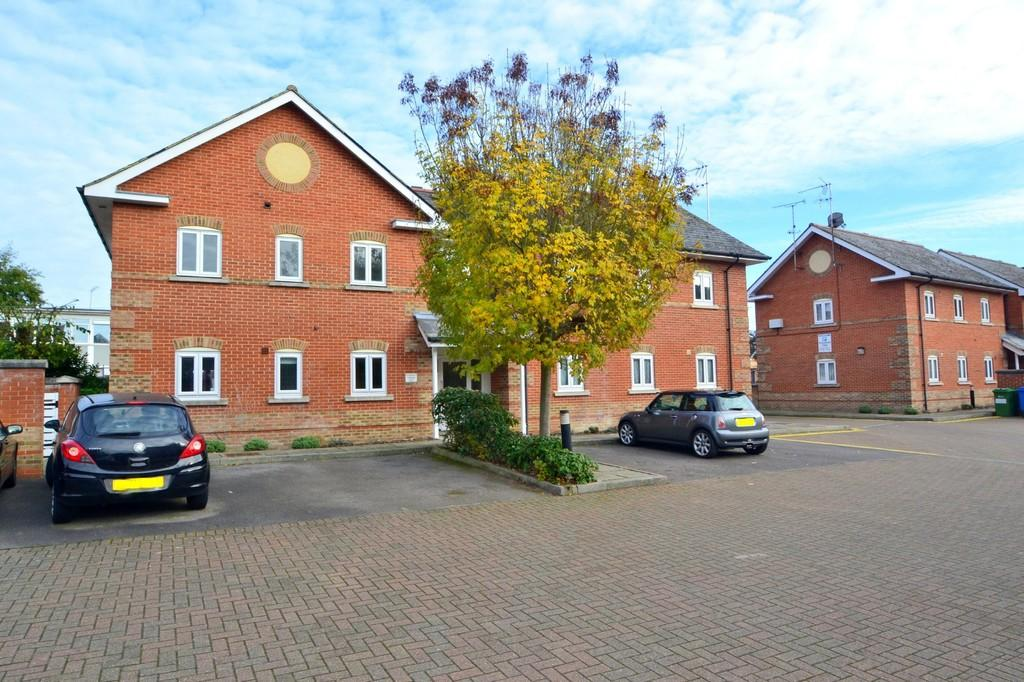 2 Bedrooms Ground Flat for sale in Coates Quay, Chelmsford, CM2 6HU