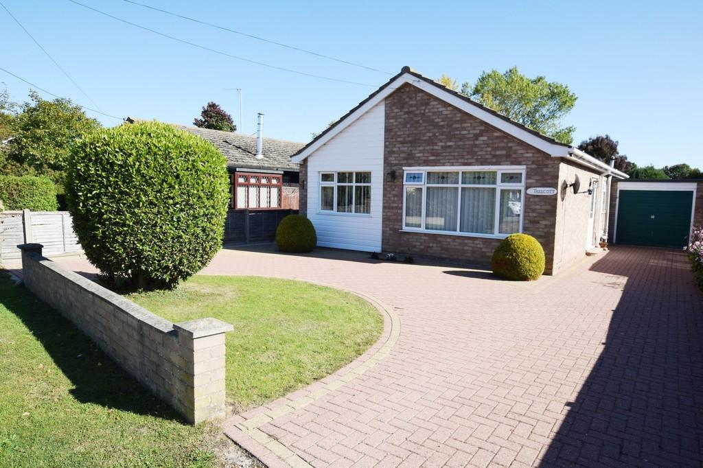 2 Bedrooms Detached Bungalow for sale in St. Michaels Road, Thorpe-le-Soken, CO16 0EJ