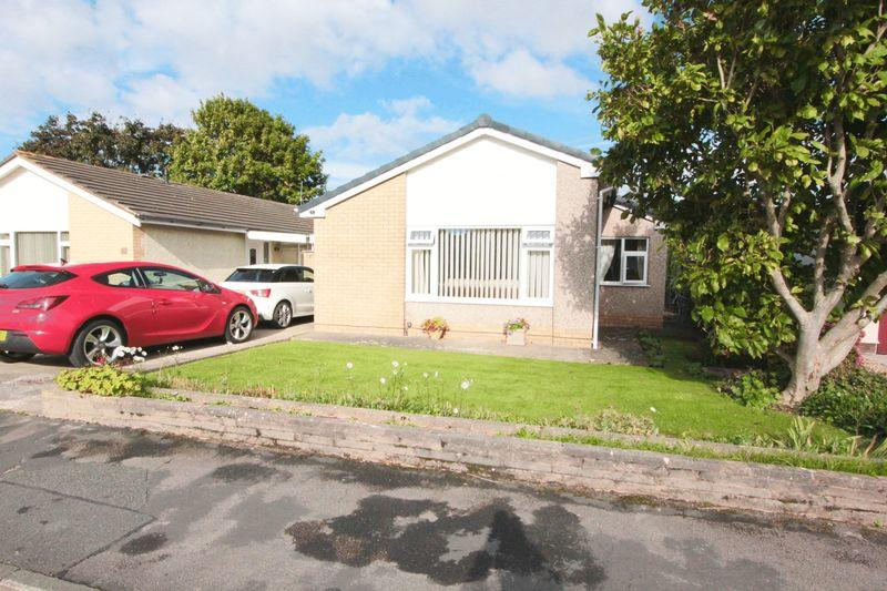 3 Bedrooms Detached Bungalow for sale in Ffordd Siarl, St. Asaph