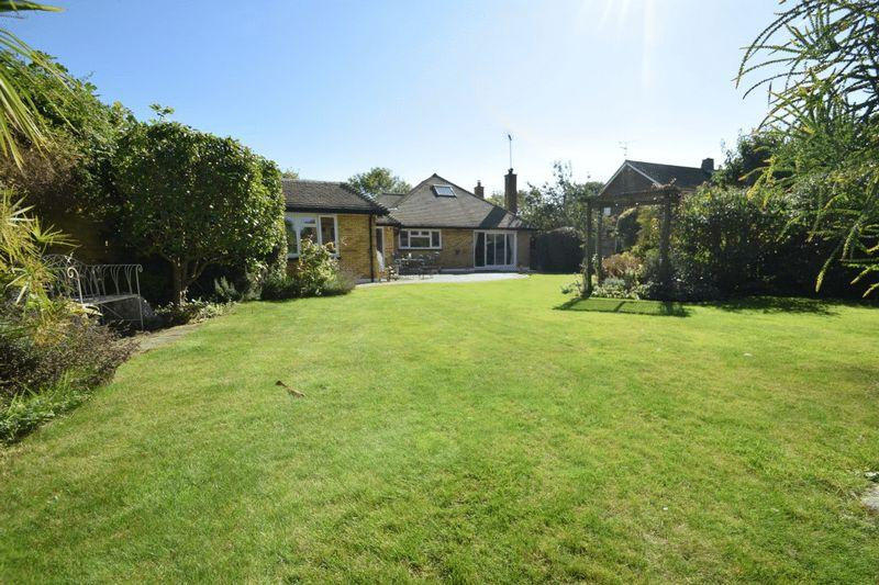 4 Bedrooms Detached House for sale in Wakering Road, Southend-On-Sea