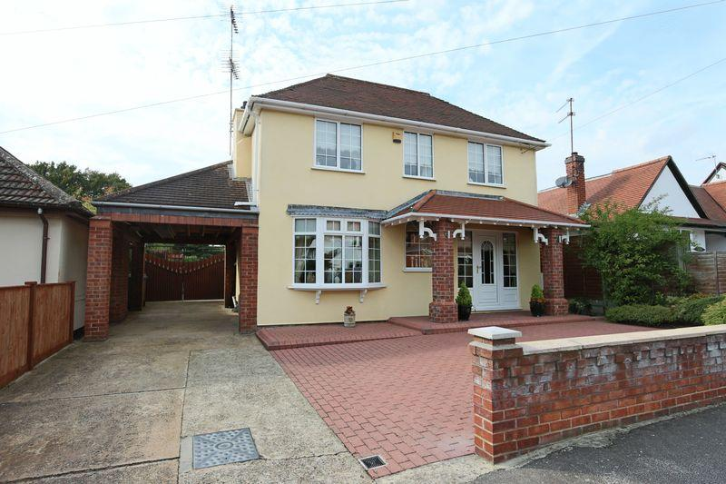 3 Bedrooms Detached House for sale in Chestnut Avenue, Lowestoft