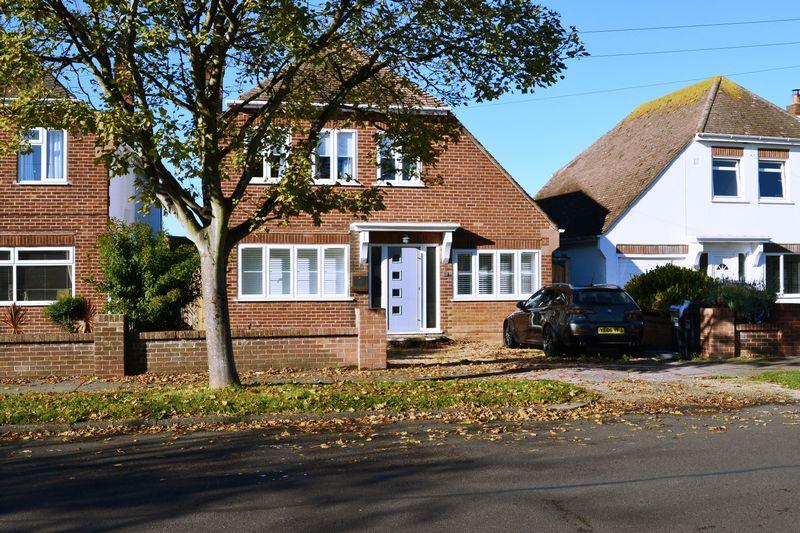 4 Bedrooms Detached House for sale in ALINORA CRESCENT