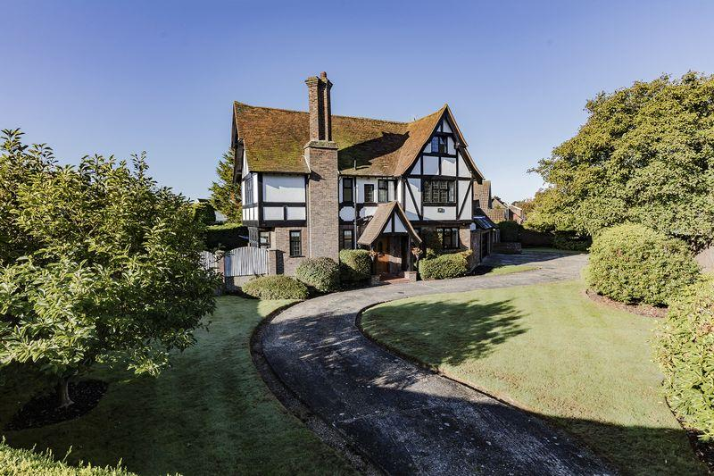 5 Bedrooms Detached House for sale in GORING HALL