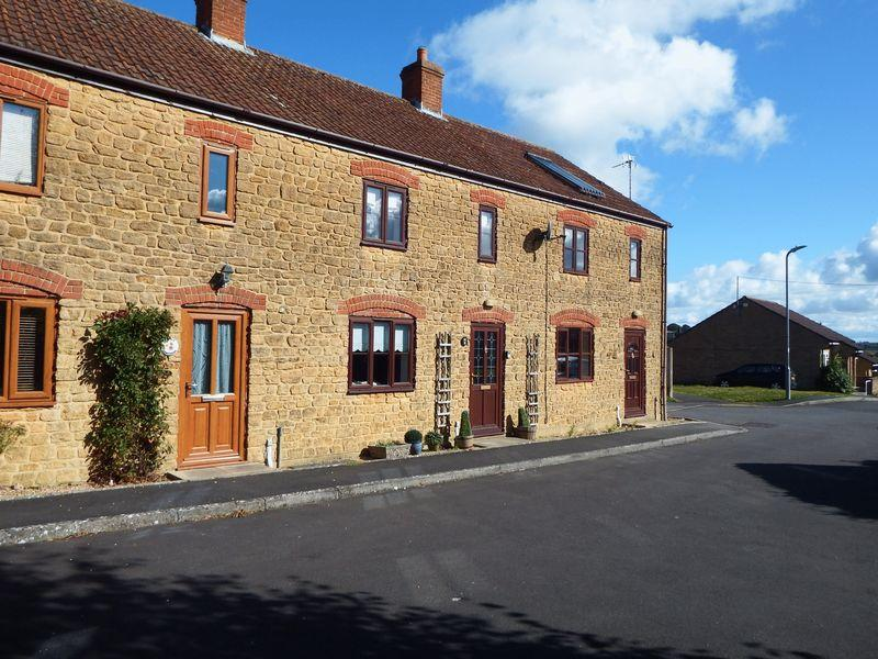 2 Bedrooms Terraced House for sale in Birds Close, Crewkerne
