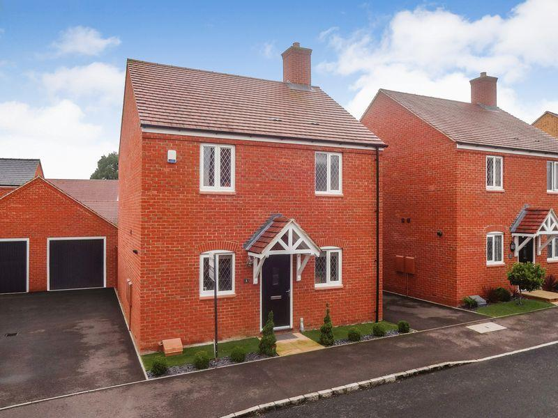 3 Bedrooms Detached House for sale in College Chase, Silsoe