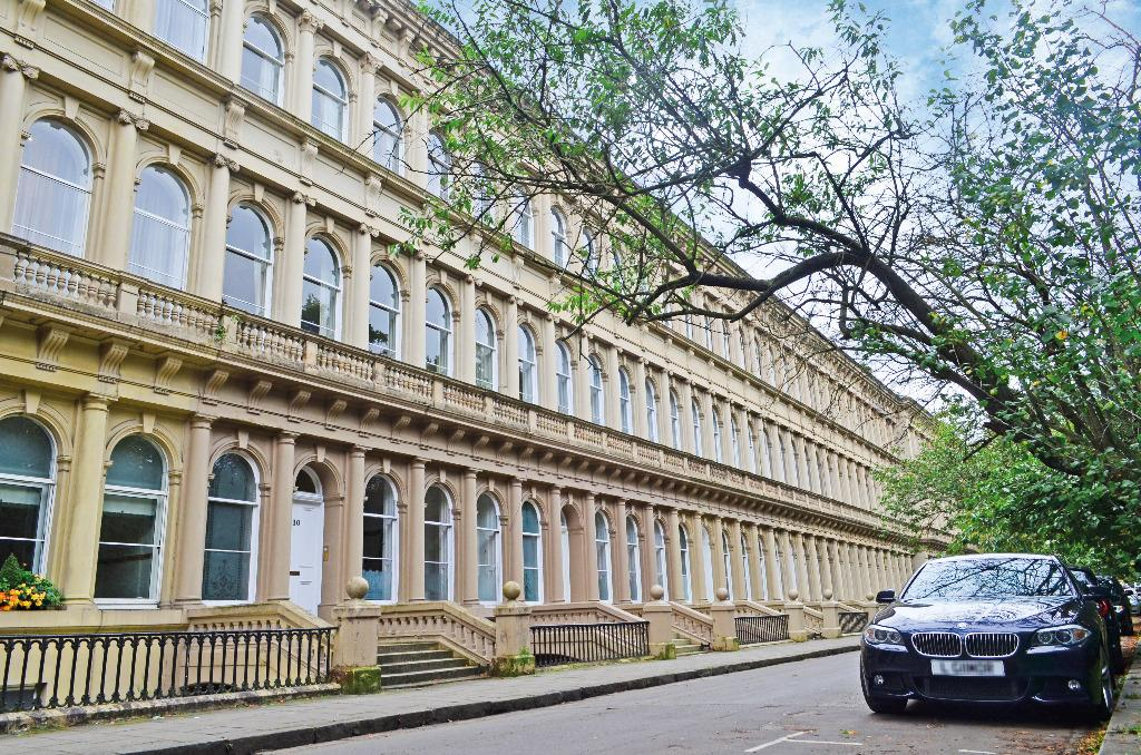 2 Bedrooms Flat for sale in Grosvenor Terrace, Flat 2, Dowanhill, Glasgow, G12 0TB