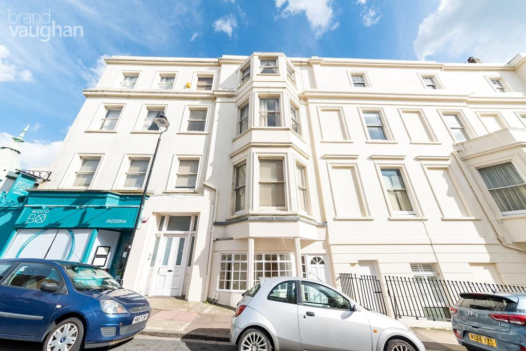 3 Bedrooms Maisonette Flat for sale in Paston Place, Brighton, BN2