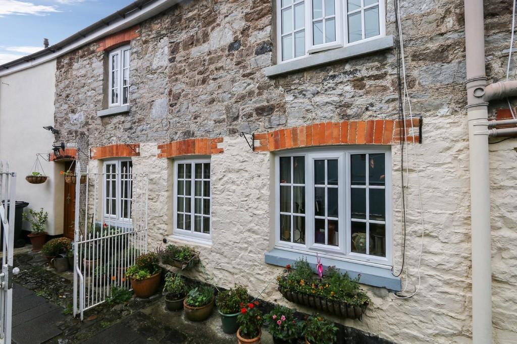3 Bedrooms Terraced House for sale in Station Road, Buckfastleigh