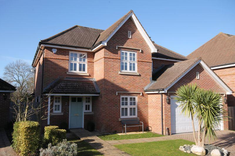5 Bedrooms Detached House for sale in Craddocks Close, Ashtead