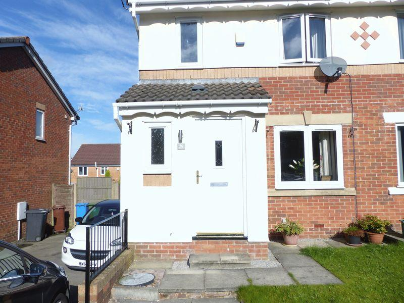 3 Bedrooms Semi Detached House for sale in Lower Dingle, Oldham