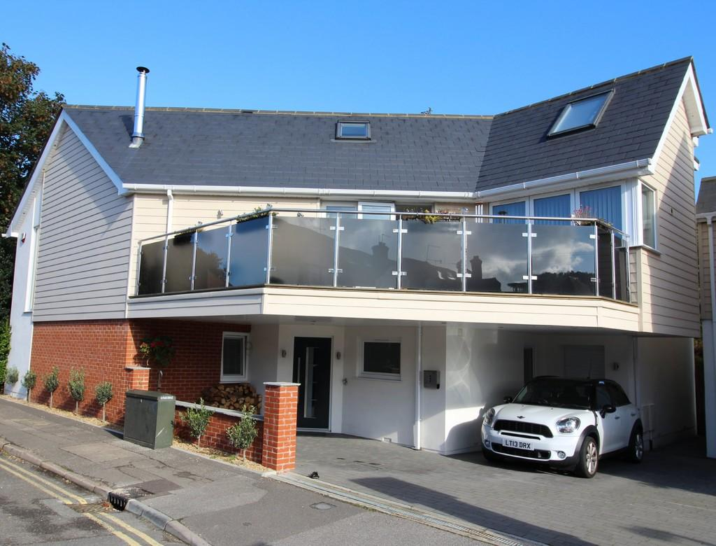 3 Bedrooms Detached House for sale in North Lodge Road, Poole