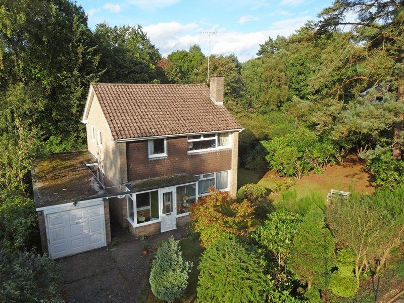 3 Bedrooms Detached House for sale in Kingswood Firs, Grayshott