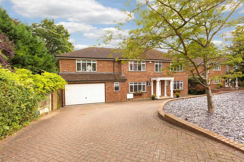 5 Bedrooms Detached House for sale in DAWS LEA, HIGH WYCOMBE.