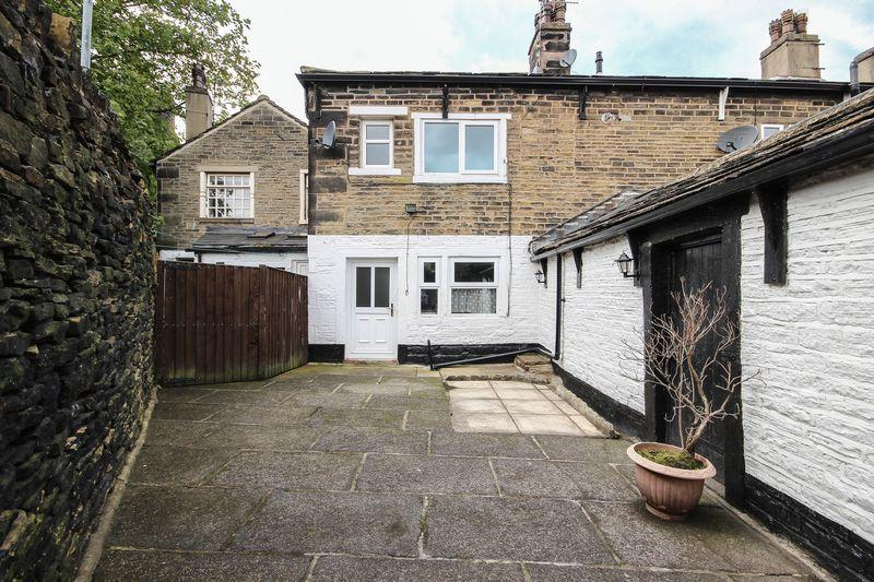 3 Bedrooms Terraced House for sale in Northgate, Elland