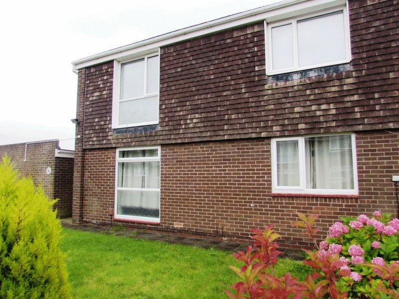 2 Bedrooms Flat for sale in Langholm Avenue, North Shields - Two Bedroom First Floor Flat