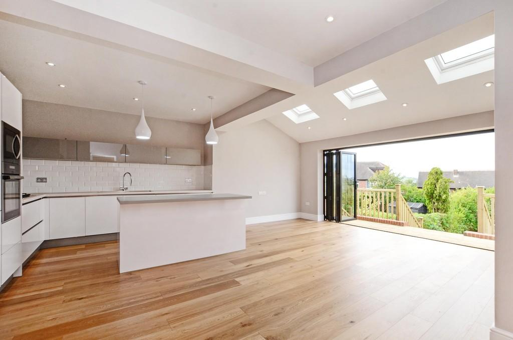 3 Bedrooms Semi Detached House for sale in Ringstead Crescent, Crosspool