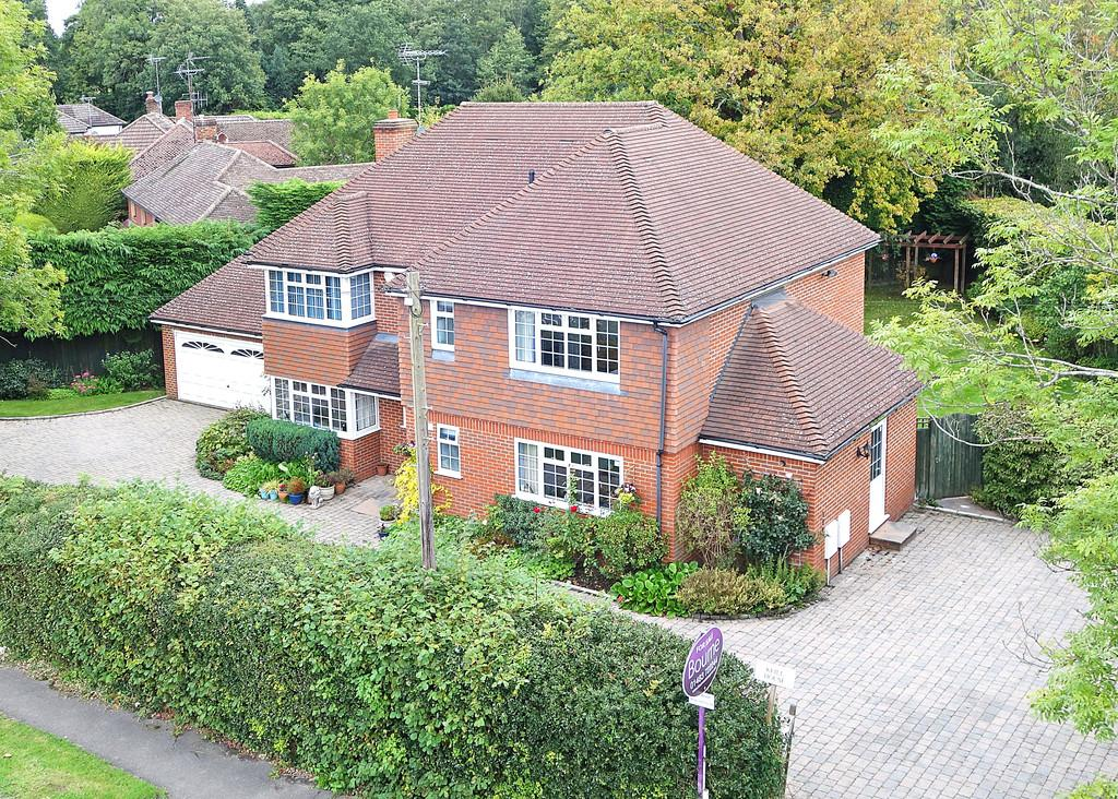 6 Bedrooms Detached House for sale in Pirbright, Woking