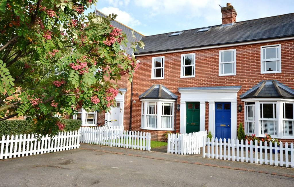 4 Bedrooms Terraced House for sale in St. Helena Mews, Colchester