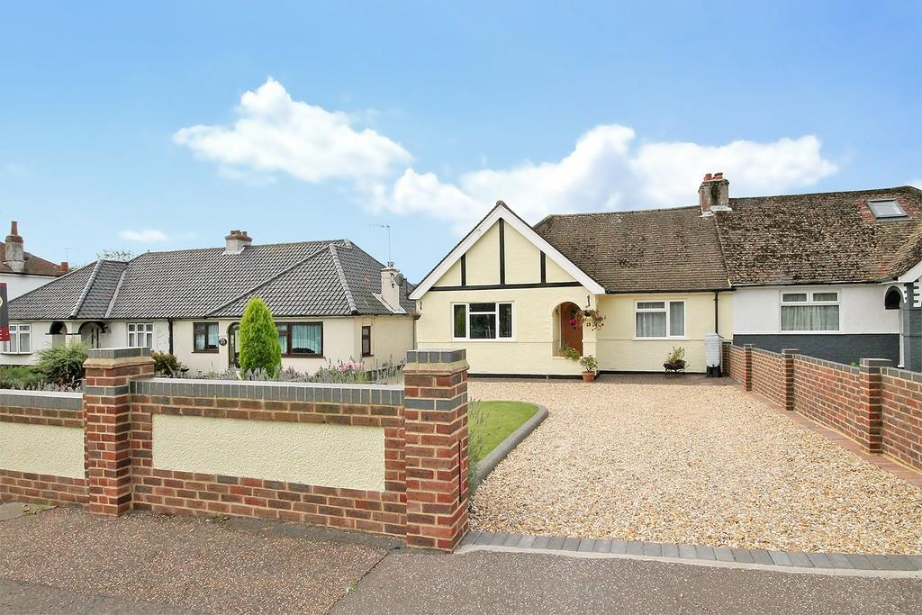 2 Bedrooms Semi Detached Bungalow for sale in Manor Road, Lancing, BN15