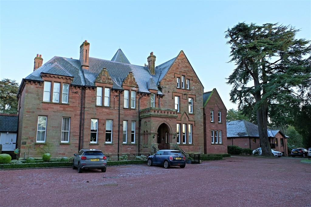 2 Bedrooms Penthouse Flat for sale in Killoran, The Green, Wetheral