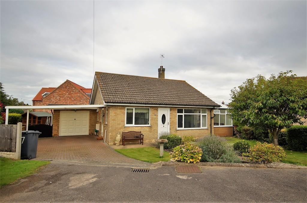 2 Bedrooms Detached Bungalow for sale in Crossfield Road, Navenby, Lincoln