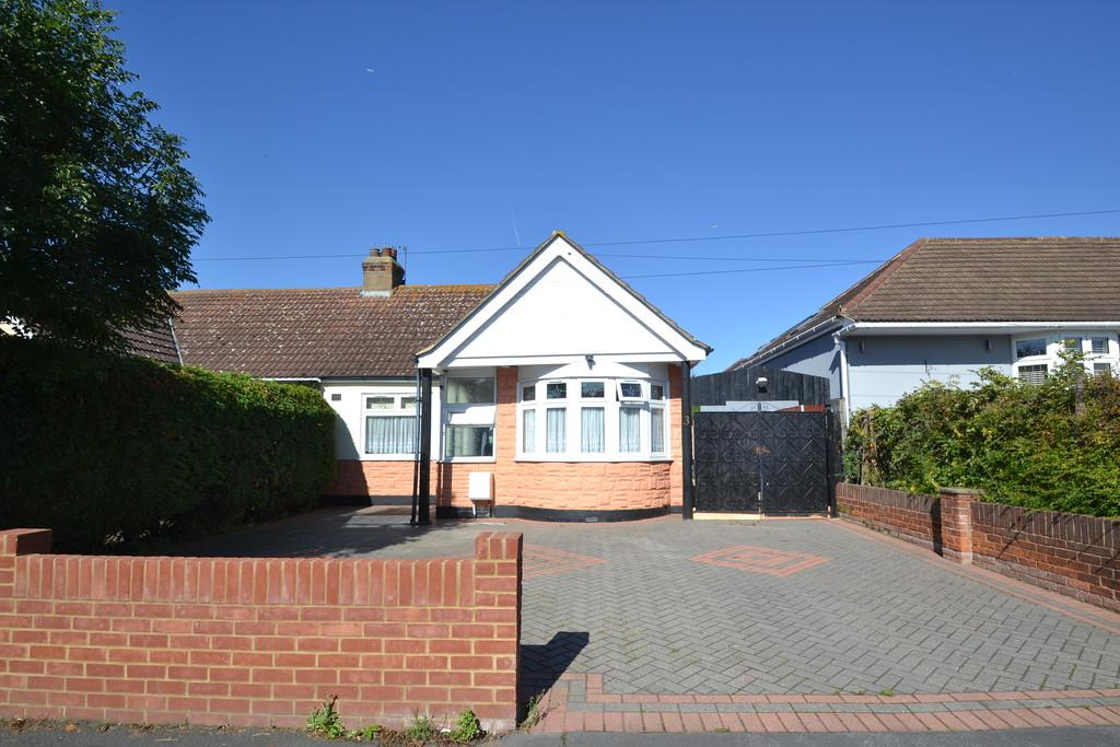 2 Bedrooms Semi Detached Bungalow for sale in The Drive, Collier Row
