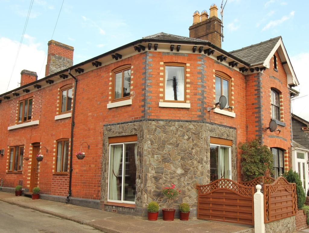 3 Bedrooms Town House for sale in Westgate Street, Llanidloes