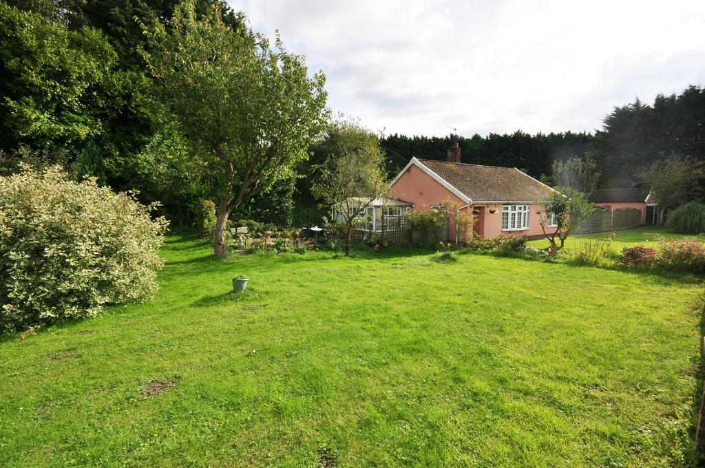 2 Bedrooms Detached Bungalow for sale in Diss Road, Wattisfield